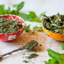 How to Dry Mint Leaves