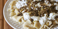 Pasta With Ground Meat and Yogurt Topping